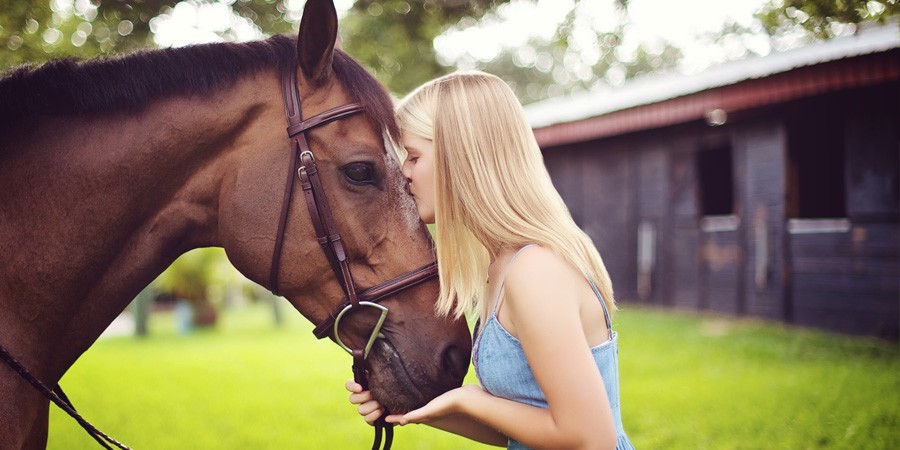 Senior Girl outdoor portraits with her horse in St Petersburg Florida